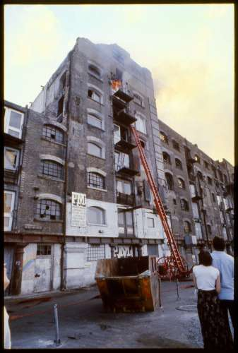 Fire at Butler's Wharf, 1979 (photo: Fran Cottell)